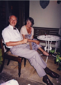 Keith-and-Stella-on-terrace