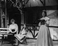 L-r: Eileen Bomford (Lucy, the governess), Karen Faulkner (Anne Marie) and Jennifer Tustain (Maud)